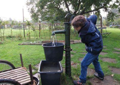 Wasserpumpen-2013-Folker-Behrens_fb-219-036_1024-1024x768